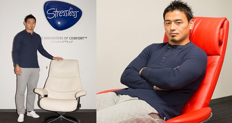 ストレスレスチェアに座る五郎丸選手