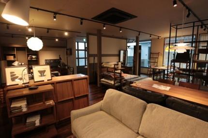 ショップ2F スタイリッシュな家具や照明がたくさん